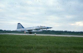 I juni 1964 landet det for førte gang en Northrop F-5A Freedom Fighter på norsk jord. Landingen skjedde på Rygge hvor 336 skvadron som to år senere skulle bli første norske skvadron oppsatt med flytypen holdt til. Foto: Arne Thorvaldsen / Jærmuseet avd. Flyhistorisk Museum Sola