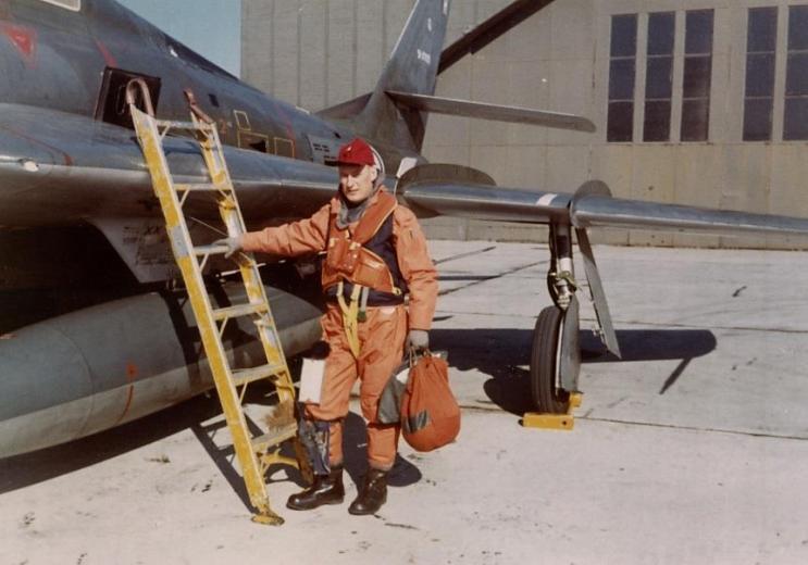 Knut Lande er klar for tok med RF-84F Thunderflash AZ-H fra Bodø i 1969. Foto via Knut Lande
