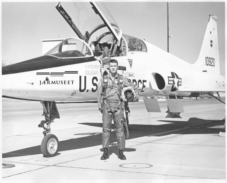 Per Gram og en T-38 Tallon på Williams AFB i Arizona høsten 1967. Foto via Per Gram
