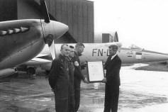 331 skvadrons 25 årsjubileum i 1966. Fra venstre ser vi løytnant Odd Gilboe, kaptein O. Knutsen og skvadronssjef major M. Sørensen. Foto via Odd Gilboe