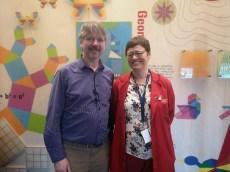 Mike Naylor har laget oppgavene. Marta Vassbø er konkurranseansvarlig og pedagog på Vitenfabrikken.