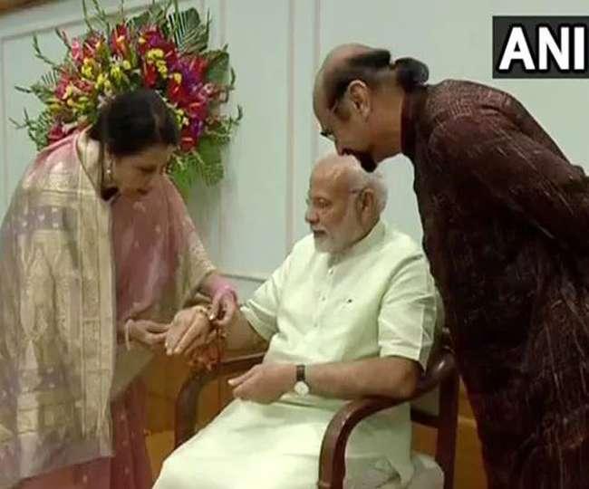 जानिए- कौन हैं PM नरेंद्र मोदी की पाकिस्तानी बहन, 24 सालों से बांध रहीं उन्हें राखी