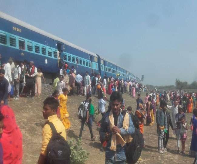 बिहार के पूर्णिया में ट्रेन डिरेल, चलती गाड़ी से जान बचाने को कूदने लगे पैसेंजर