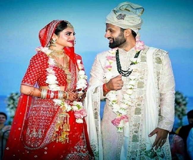Nusrat Jahan ने निखिल जैन संग लिए सात फेरे, देखें शादी और हल्दी की PHOTOS