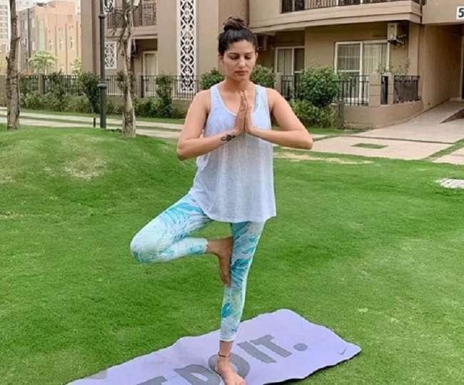 योग दिवस पर Sapna Choudhary- Monalisa ने किया अपना फेवरेट आसन, शेयर की फोटो