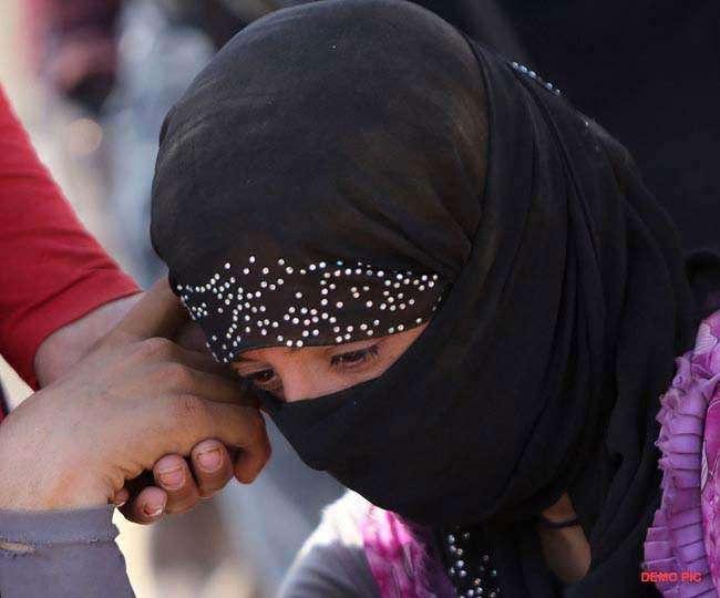 पहले दरिंदों ने किया साूमूहिक दुष्कर्म, पंचायत बैठी तो लड़की के ही बाल मुंडा गांव में घुमा डाला