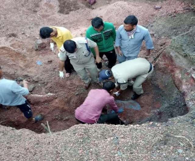 Big Breaking : उत्तराखंड के भीमताल में तेज आवाज के साथ दरकी पहाड़ी, दो ग्रामीणों की मलबे में दबकर मौत