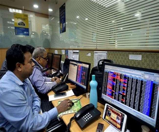 Banking Share में गिरावट देखी गई। NSE Nifty 50 46 अंक नीचे 15,061 पर खुला। (Pti)
