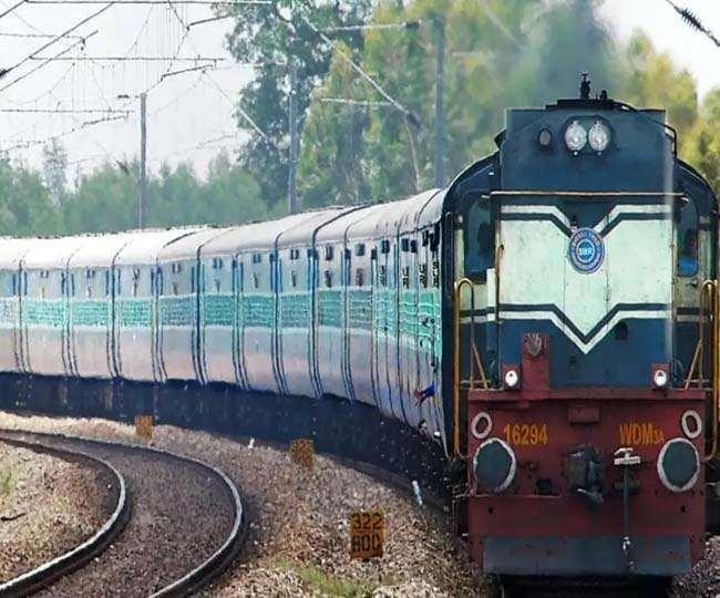 कम होते कोरोना के मामलों के बीच भारतीय रेलवे भी अपनी रफ्तार पकड़ने लगी
