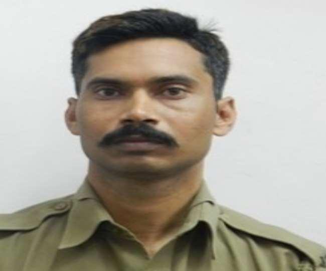 Delhi violence: कॉन्स्टेबल रतनलाल बुखार में भी कर रहे थे ड्यूटी, अफसर को बचाने में गई जान