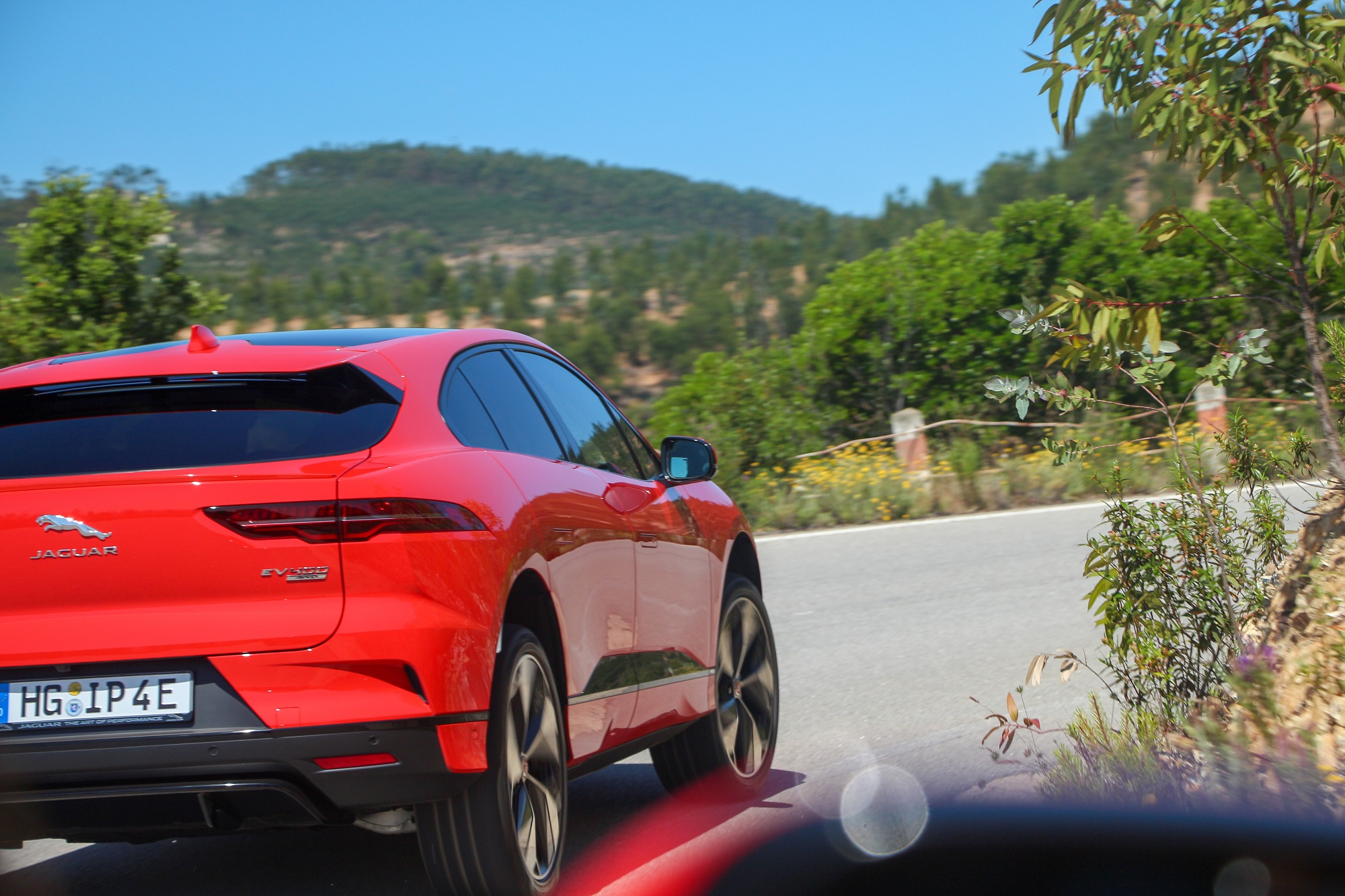 Jaguarforums.com 2018 2019 Jaguar I-PACE EV Electric Vehicle Review News Drive