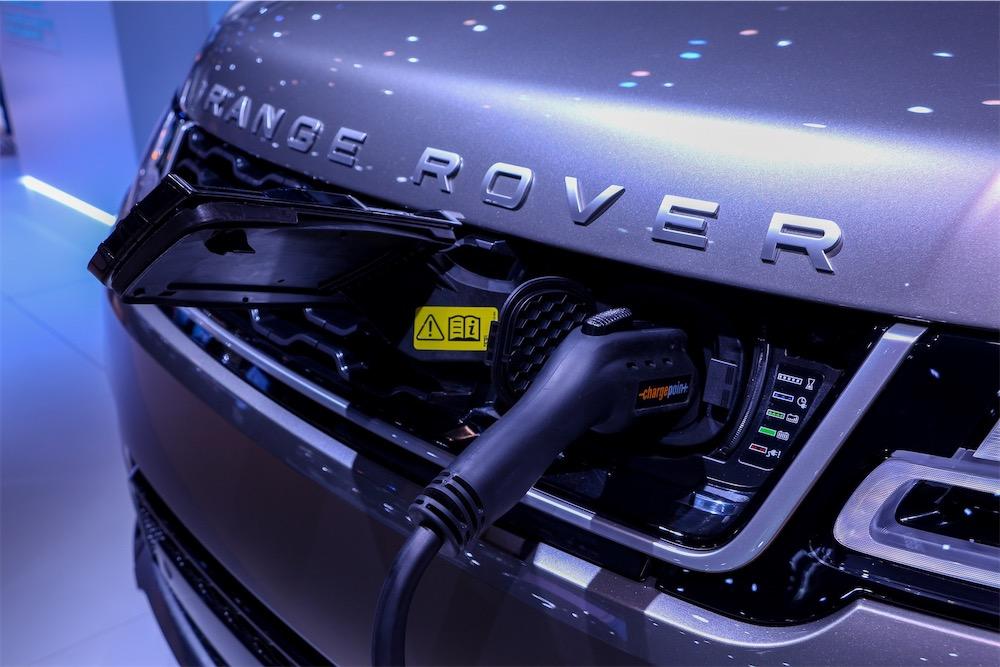 Range Rover P400e plug-in hybrid (PHEV).