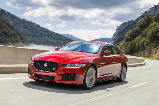 Roar Power: Curvy Jaguar&#8217&#x3B;s ride and handling leave stodgy SUVs standing