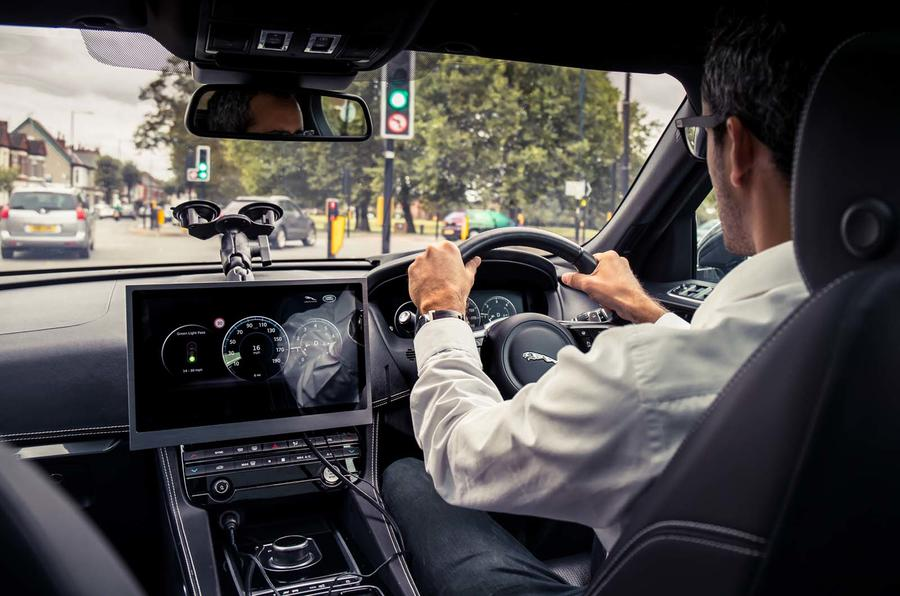 Jaguar Land Rover tech to help drivers avoid red lights