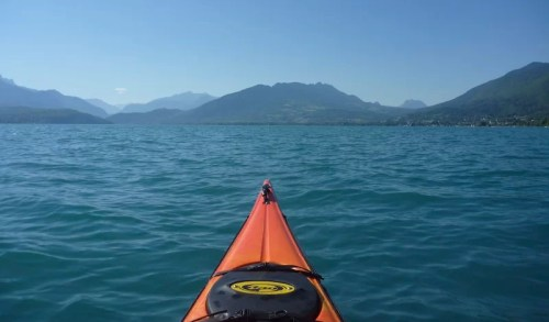 au milieu du lac d'Annecy en été