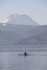 avironneur en solo sur le lac d'Annecy