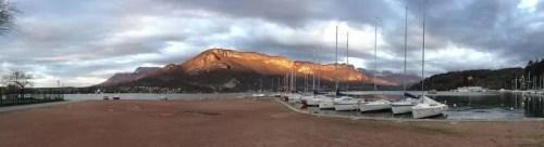 automne et soleil couchant sur le lac