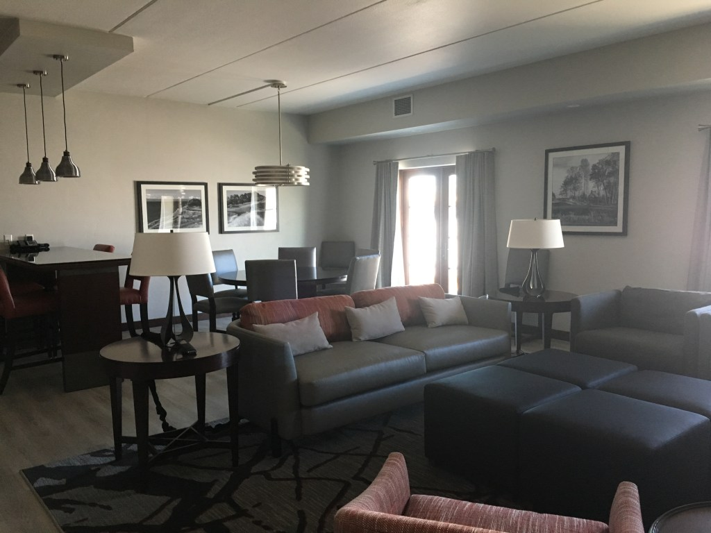 Inn at Woodlake| Horizon Suite| Girlfriends Spa Getaways by JaimeSays