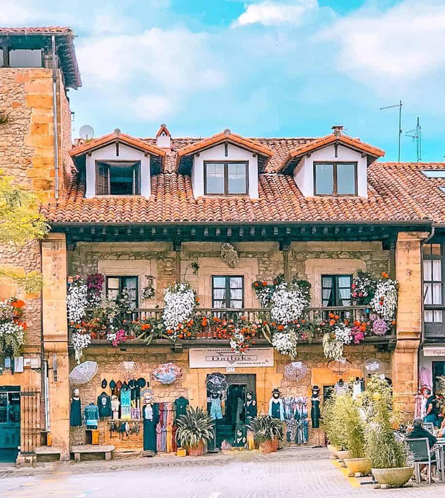 Darling architecture in Comillas