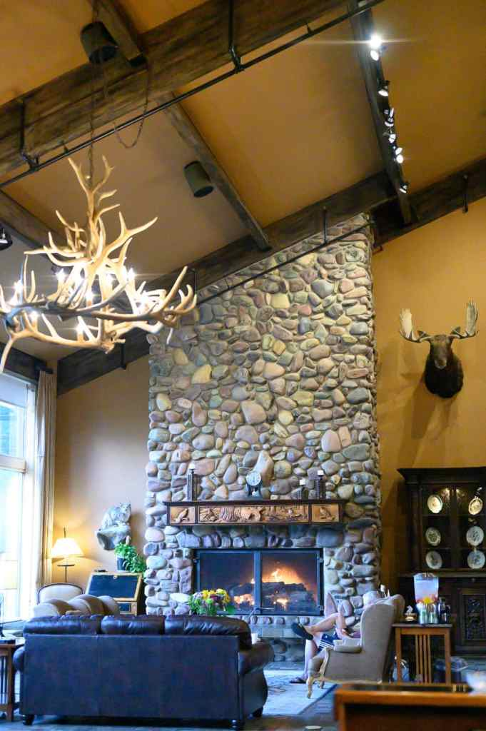 The lounge and welcome area of Grouse Mountain Lodge in Northwest Montana