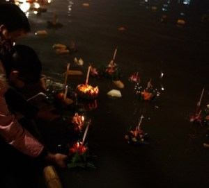 floating-krathong