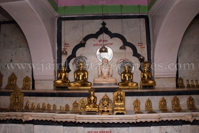 ancient_digambar_jain_temple_-_gogha_-_gujarat_20160517_1169000214