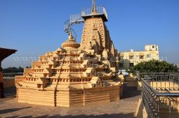 sri_parshwanath_swamy_digambar_jain_temple_mahuva_karnataka_20150601_1460531728