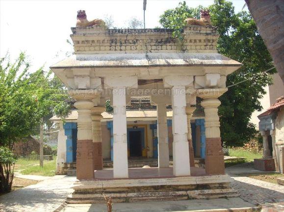 ancient_sri_vijaya_parshwanatha_swamy_temple_chamarajanagar_20120907_1002911984