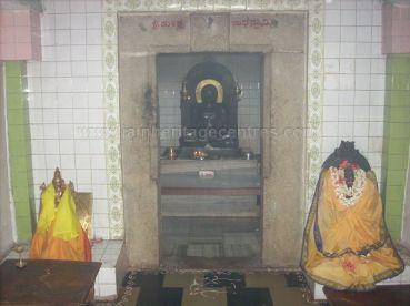 ancient_sri_vijaya_parshwanatha_swamy_temple_chamarajanagar_20120907_1243913012
