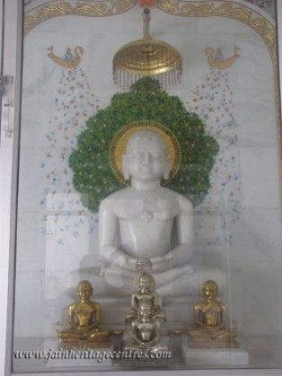hastinapur_-_badamandir_complex_20111021_1336609752