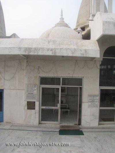 hastinapur_-_badamandir_complex_20111021_1936817616