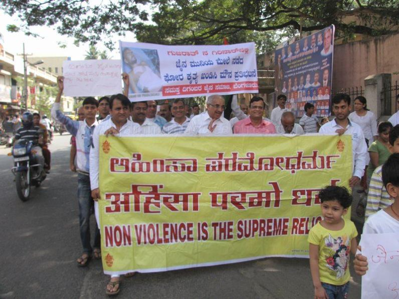 protest_at_bangalore_against_the_attack_on_jain_muni_at_girnar_20130106_1803781862