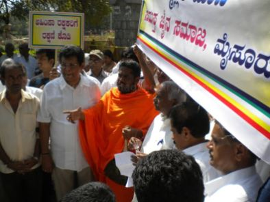 protest_held_at_mysore_against_girnat_january_5_2013_20130105_2006614196