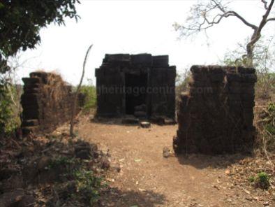 sri_suparshwanatha_swamy_digambar_jain_temple_bastimakki_6_20120828_1169371989
