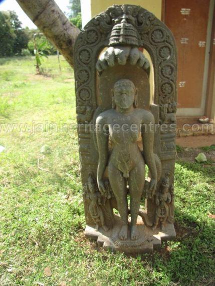 jain_ruins_of_kumarabeedu_mysore_district_karnataka_20131216_1332491249