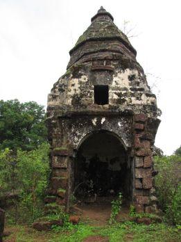 cudnem_jain_ruins_north_goa_20120711_1461076213