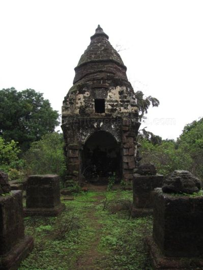 cudnem_jain_ruins_north_goa_20120711_1496885234