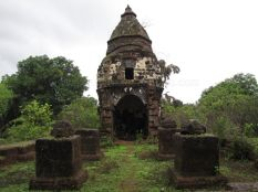 cudnem_jain_ruins_north_goa_20120711_1785247669