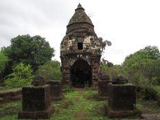 cudnem_jain_ruins_north_goa_20120711_1785247669