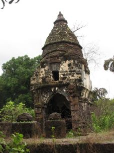cudnem_jain_ruins_north_goa_20120711_1798513770