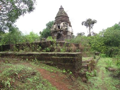 cudnem_jain_ruins_north_goa_20120711_1845062472
