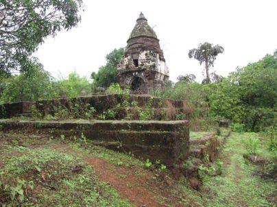 cudnem_jain_ruins_north_goa_20120711_1845062472