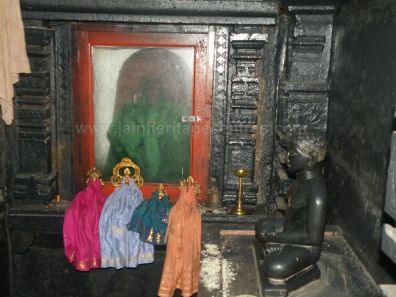 ancient_sri_parshwanatha_swamy_temple_ammanagi_20120907_1674828946