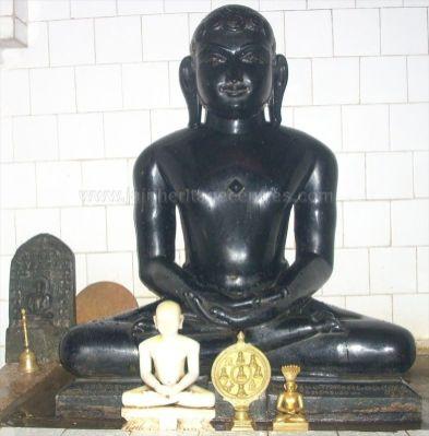 ancient_sri_parshwanatha_swamy_temple_amminabhavi_20120907_1940927767