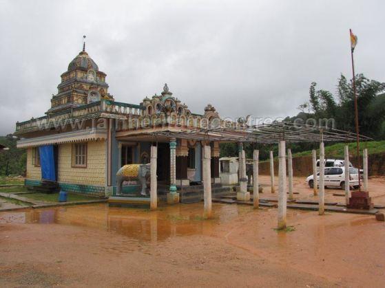sri_parshwanath_swamy_and_padmavati_devi_digmabar_jain_temple_-_vadanabylu_20160515_1165044417