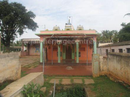 sri_parshwanath_swamy_digambar_jain_basadi_hatna_karnataka_20140629_1293224555