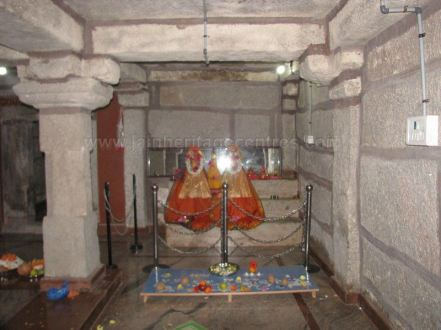 sri_suparshwanath_swami_digambar_jain_temple_midigeshi_karnataka_india_20130218_1835170106