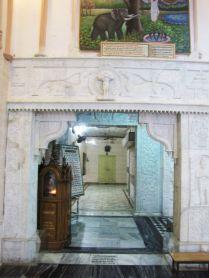 shri_parshwanath_digambar_jain_temple_-_vahalna_20120419_1230713631