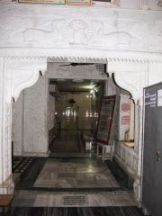 sri_1008_parswanath_swamy_digambar_jain_temple_atishaya_kshetra_vahalna_uttar_pradesh_20120419_1307427176