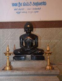 sri_parshwanath_digambar_jain_temple_-_chikkanakodige_-_karnataka_20160515_1824389634